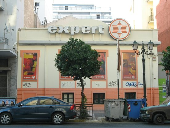 Piraeus Theoxenia Hotel: The building that is directly across the street from the bus stop, to help spot the bus stop