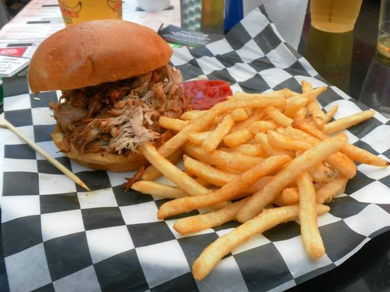 PBR Rockbar & Grill: Pulled Pork!