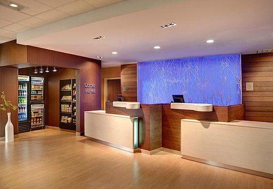 Fairfield Inn & Suites Sioux Falls Airport: Hotel Front Desk