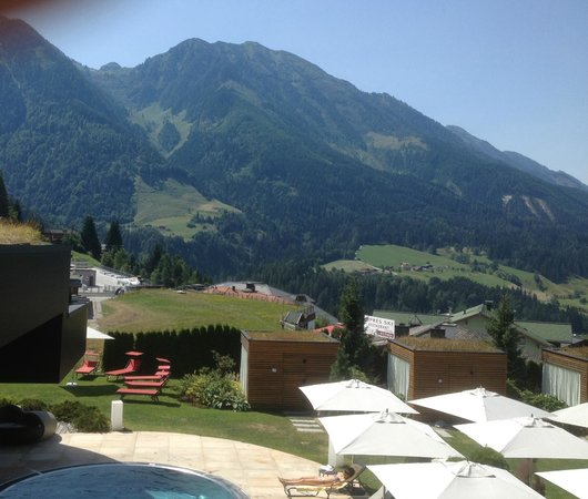 Sonnhof Alpendorf: View from the patio area to the pool & gardens