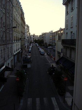 Hotel Briand: Rue en face de la chambre