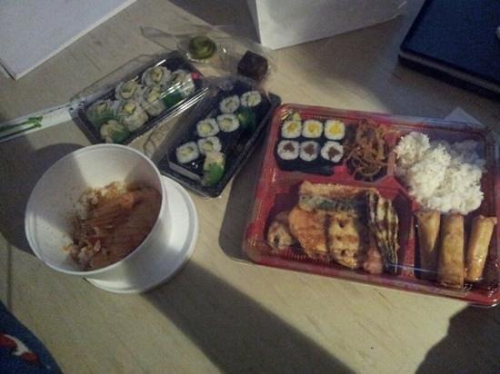 Iimori Konditorei Pattisserie: Vegi Bento, Teriyaki Lachs, Sushi