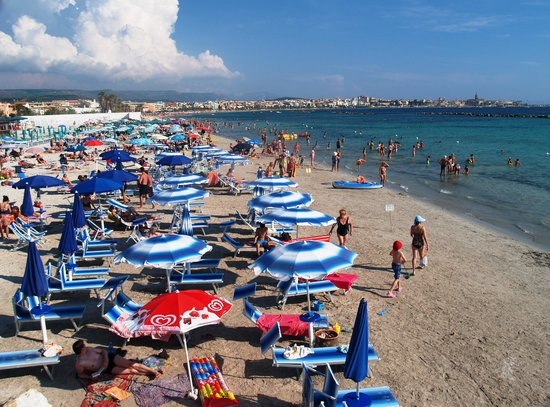 Rina Hotel: the beach