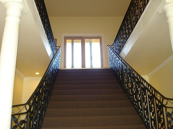 Grey Rose Suites : The staircase to the second floor suites