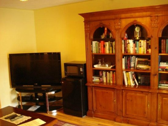 Grey Rose Suites: The Library Suite