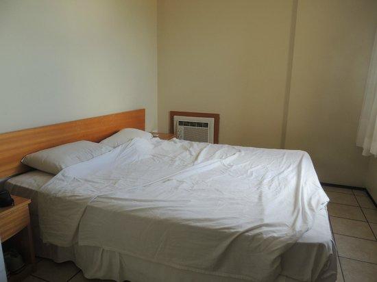 Iracema Travel Hotel: Ar condicionado na altura da cama