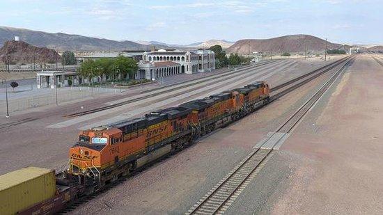 Western America Railroad Museum: Estação e Pátio ferroviário / The depot and railroad yard