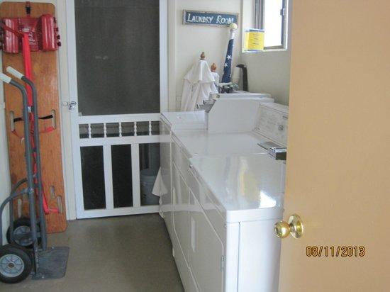Horizon Motor Inn: Laundry room