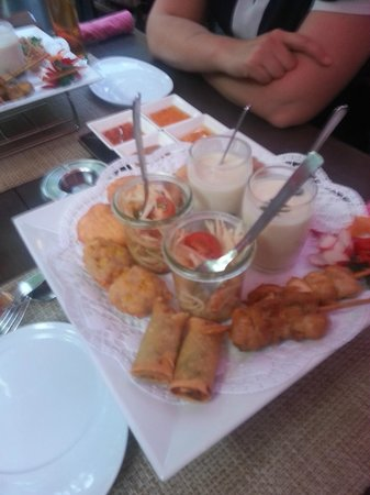Blue Monkey: Sharing Platter