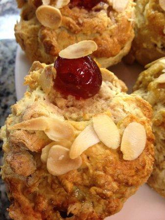 Jayelles: Cherry & Almond homemade scone