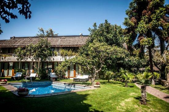 Manquehue Santiago Las Condes: Hotel exterior