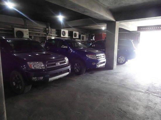 View Restaurant: Parking de l'immeuble