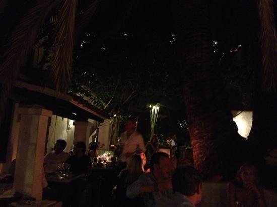 La Brasa: outdoor seating