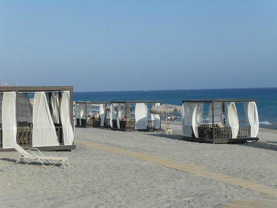 Blue Lagoon Village: Cabanas on beach