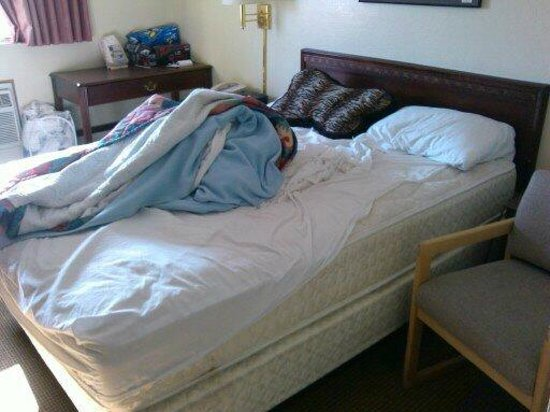 Knights Inn Evanston: how my bed looked for 4 days