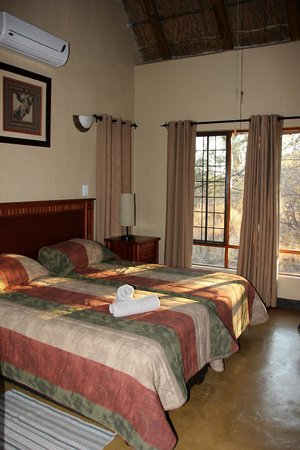 Hoedspruit Wildlife Estate : Bedroom (1 of 4)