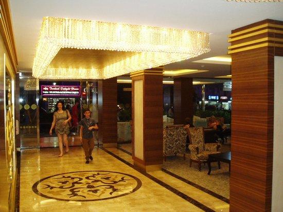Hotel Emre: Towards the front door from Reception Emre Hotel