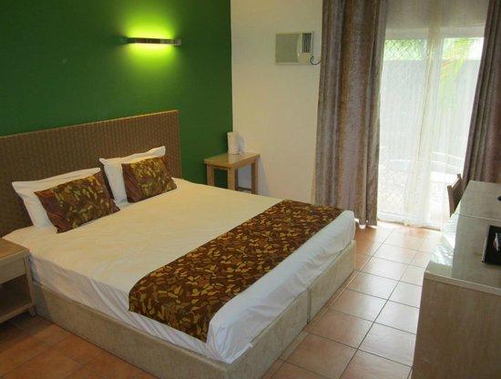 Coral Tree Inn: Bed