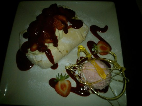 Carlton Hotel Prestwick: Strawberry Pavlova