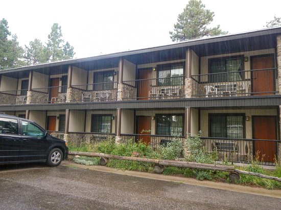 Jacob Lake Inn: Front of the 24 Room Hotel portion.