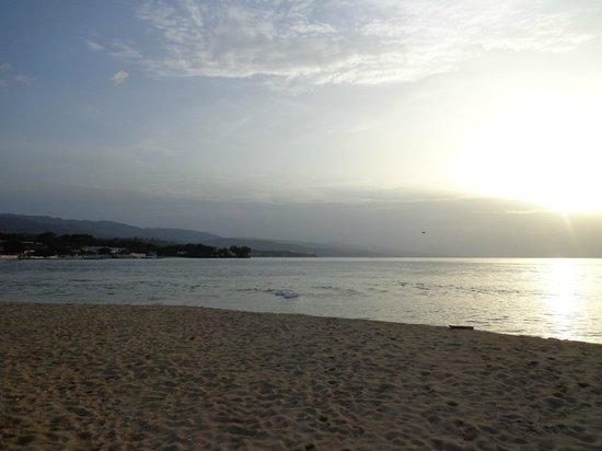 S Sans Souci Sunset At Au Natural Beach