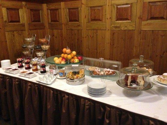Prague Inn: buffet colazione