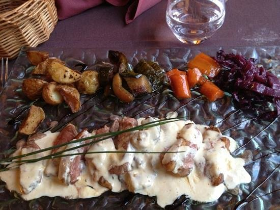 Le P'tit Noirmout: cannette jus de veau lié foie gras