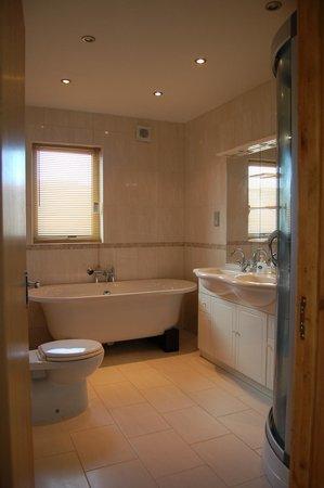 Cellar Cove B&B: Luxury Bathrooms all en-suite