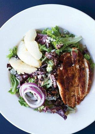 Savoury Bight Seaside Restaurant & Pub: Harwood Salad with Grilled Chicken