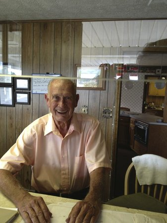 Knob Hill Motor Lodge : Owner/ Operator such a nice person