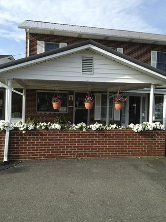 Knob Hill Motor Lodge : They even put out the Flowers