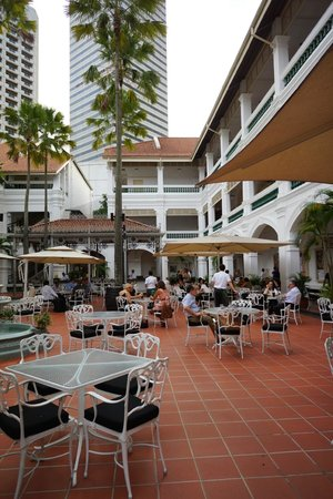 Raffles Grill: The dining area