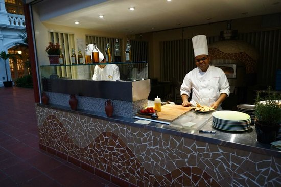 Raffles Grill: The grill Chef