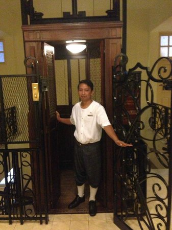 Raffles Grand Hotel d'Angkor: Incredible historic caged elevator with attendant
