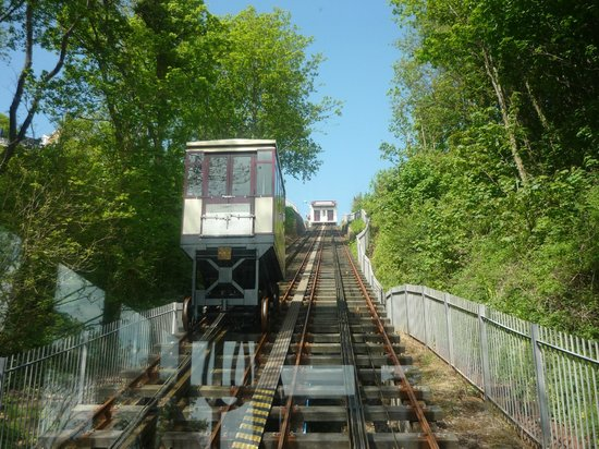 Babbacombe Cliff Railway: Carriage on the way down