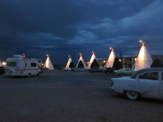 Wigwam Motel: Outside