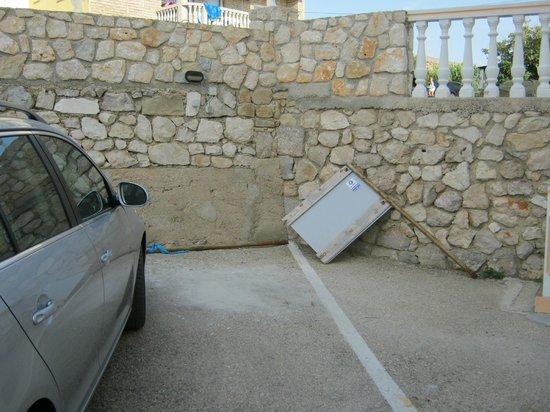 Hotel Tony : parkplatz