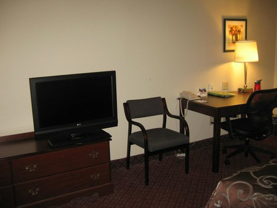 Wingate by Wyndham Lexington : clear tv picture