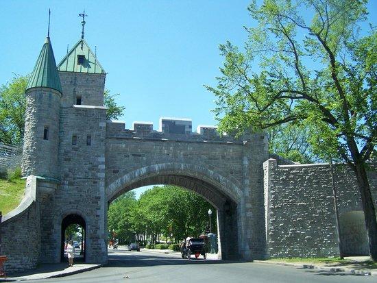 La porte st louis picture of st louis gate porte st for Porte st louis