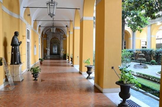 โรงแรมปาลาสโซคาดินัลเซซิ: The Cloisters of the Cardinal Cesi Aug 2013. Phil Parker