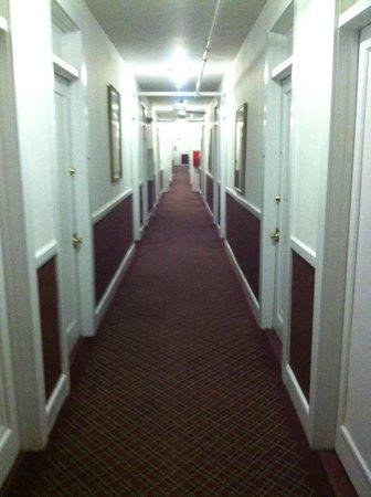ذا هايلاند إن: Hallway at the Highland Inn