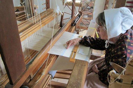 The Farmers' Museum: Weaver