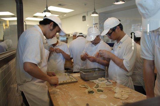 Din Tai Fung: Dumpling Makers
