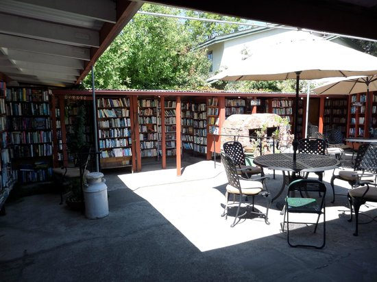 Bart's Books : Gorgeous courtyard