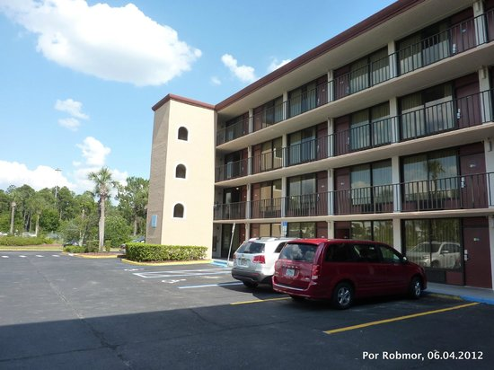 Days Inn Orlando Convention Center/International Drive: Fachada fundos do Hotel