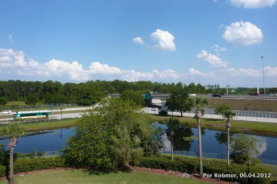 Days Inn Orlando Convention Center/International Drive: Parte traseira vista do 3 pavimento