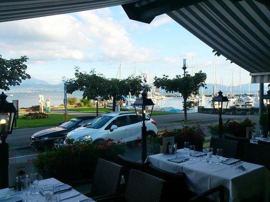 Terrace at Romantik Hotel Mont-Blanc Au Lac: Vue sur le lac