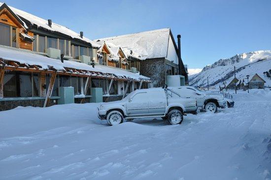Melewe Apart Hotel: El Hotel despues de una linda nevada