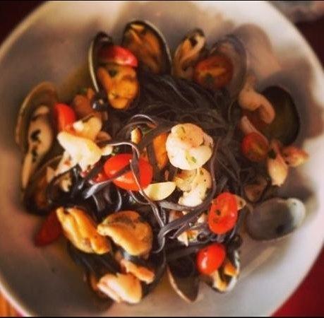 Pappa & Ciccia: black seafood fettuccine