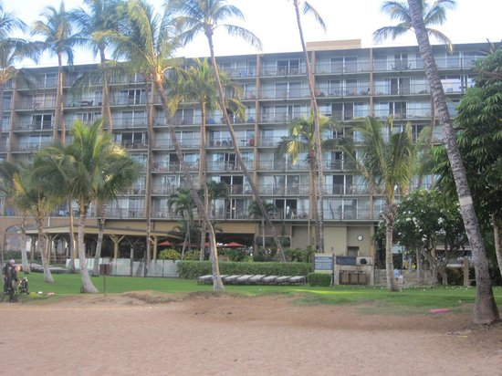 Mana Kai Maui: view of resort from beach